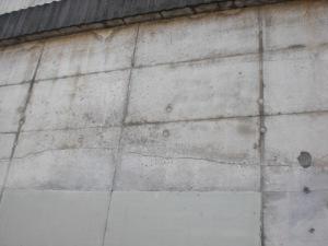 Betonwand Rampe Nord-Ost mit einem langen Riss