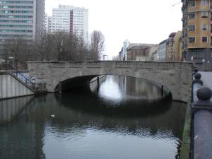 Grünstraßenbrücke mit Blick zur Fischerinsel