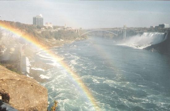 Weitere Bogenbrücke zwischen Kanada und den USA an den Niagarafällen