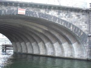 Der Mauerwerksbogen vom Nordwestlichen Ufer aus gesehen