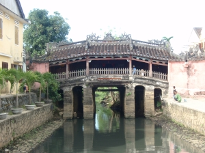 Überdachte Brücke in Vietnam
