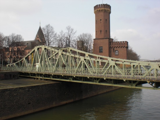 Malakoff-Drehbrückeam Rheinauhafen