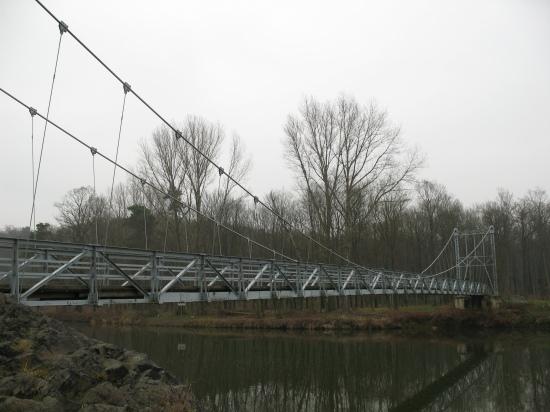 Filigrane genietete Fachwerkbrücke