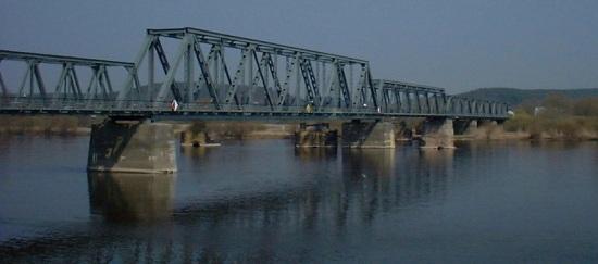 Oderbrücke mit Strompfeilern