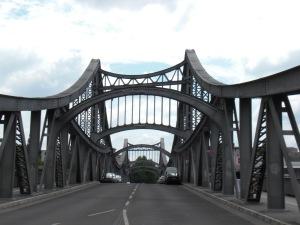 Swinemünder Brücke: Fahrbahnebene