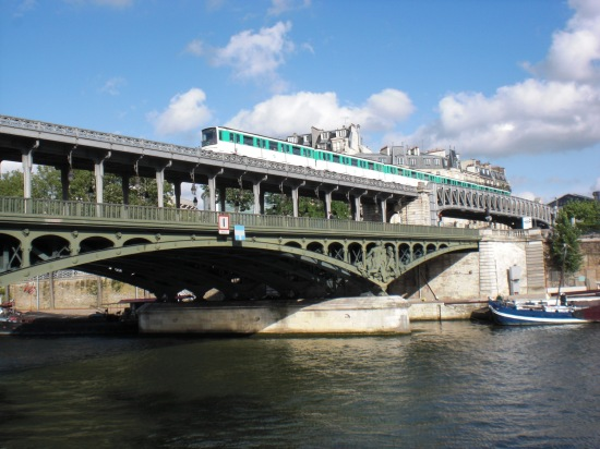 Pont de Bir Hakeim: oben Metro, unten Straßenbrücke