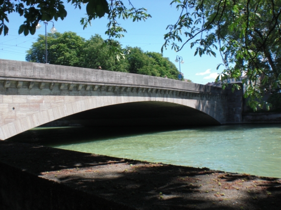 Ludwigsbrücke im Jahr 2009 vom südwestlichen Ufer aus gesehen.