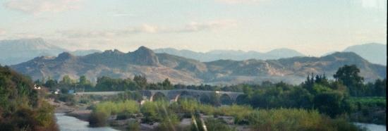 ponton-Brücke von Aspendos von der Schnellstraße aus gesehen