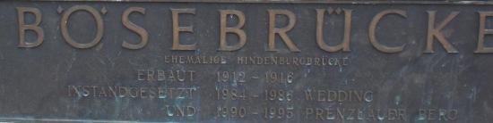 Tafel mit der Inschrift: Baujahr und Sanierung
