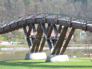 Auflager am höchsten Punkt der Brücke