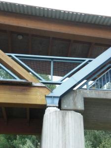 Anbindung zwischen Brettschichtholz und Metall am Auflager