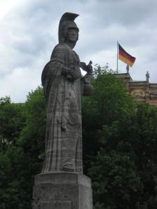Maximilianbrücke: Statue