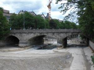 Blick von der Praterwehrbrücke zur Maximiliansbrücke