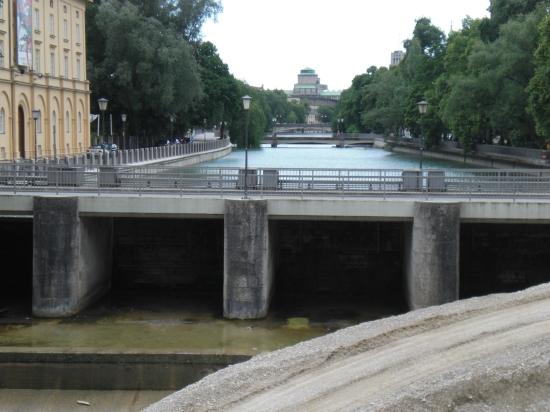 Maximiliansbrücke: Blick auf die Praterwehrbrücke
