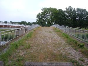 Denkmal zwischen den Deichen von Neudeck und Kleinrössen