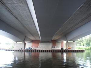 Dahmebrücke: Untersicht BAB10 (li) undStraße (re)