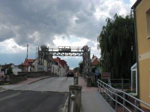 Ansicht der Fahrbahnebene der Hubbrücke