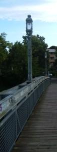 Attraktive historische Brückenbeleuchtung