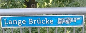 Das Brückenschild mit Info über die Sanierung