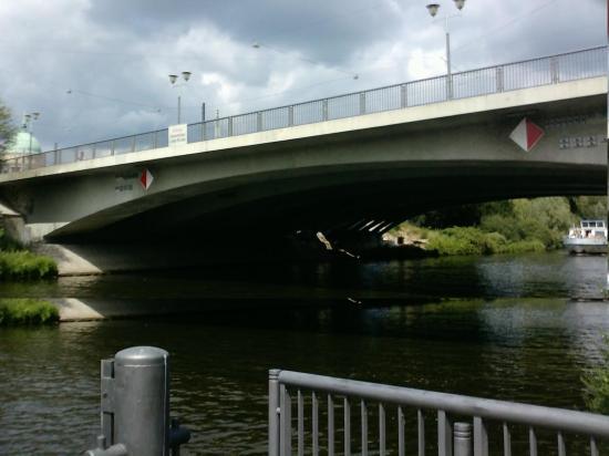 Stahlbetonbogen der alten langen Brücke von Süden