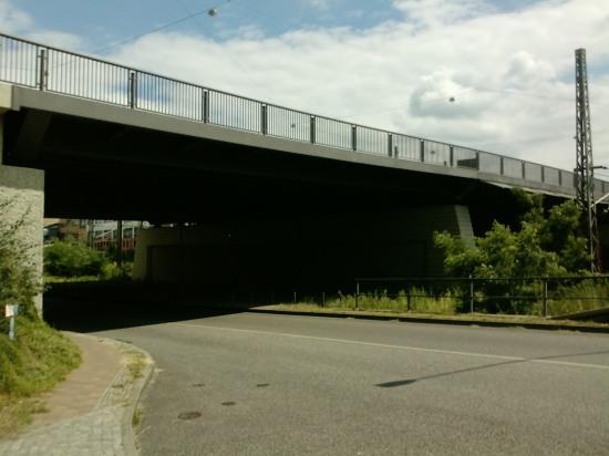 Brücke über die Bahngleise am Potsdamer Hauptbahnhof