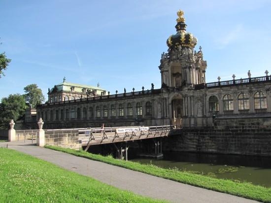 Holzbrücke über den Zwingergraben