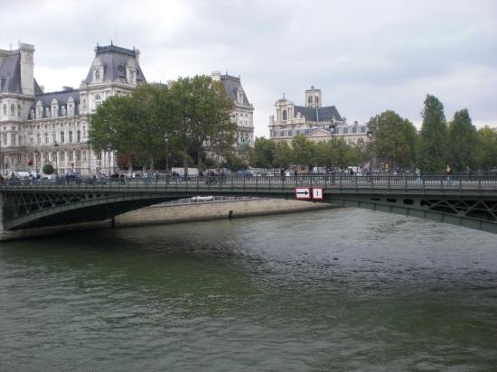 Pont de Arcole über die Seine in Paris