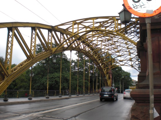 Zoobrücke mit Blick in Richtung Jahrhunderthalle