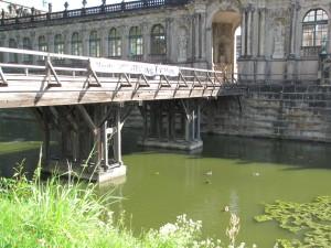 Zwingerbrücke über den Zwingergraben