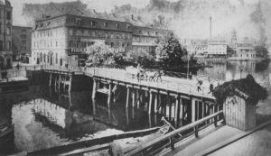 Inselbrücke ca. 1890, scan: Schwartz(Wikimedia), gemeinfrei, p. m. a.