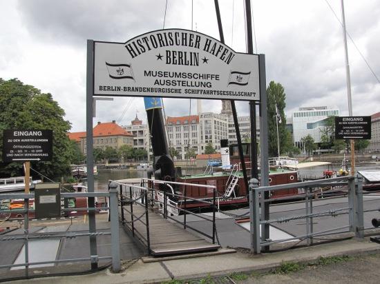 Historischer Hafen an der Inselbrücke