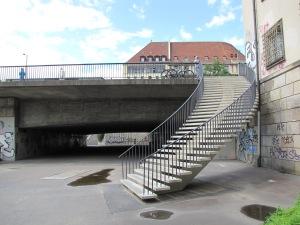 Zugang zum Uferweg auf der Nordseite der Spree