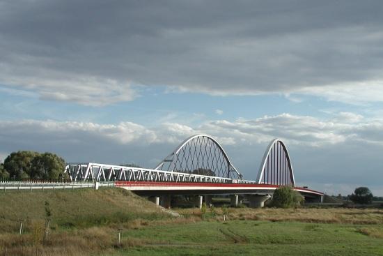 Straßen- und Eisenbahnbrücken über die Elbe bei Wittenberg