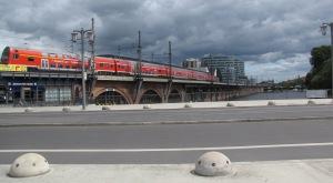 Jannowitzbrücke-Fahrbahn mit Regionalexpres auf den Ost West-Viaduktens