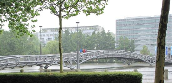 Fußgängerbrücke im Kölner Mediapark