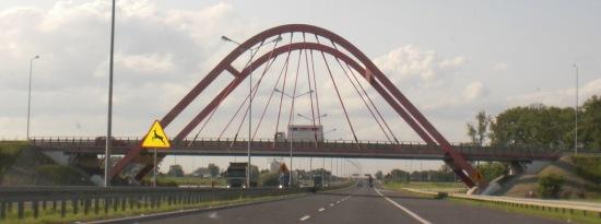 Fußgängerbrücke auf der Autobahn nach Opole (Oppeln)