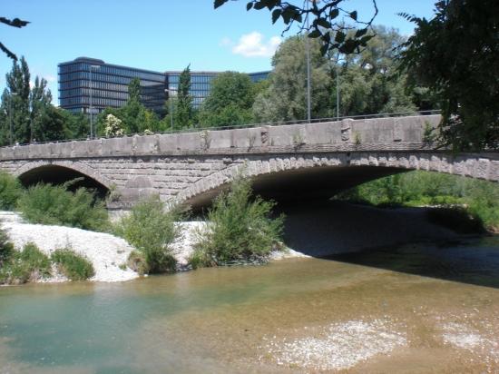 Corneliusbrücke über die kleine Isar