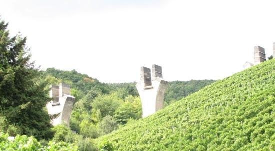 Ahrweiler: unvollendete Brücke bei Ahrweiler