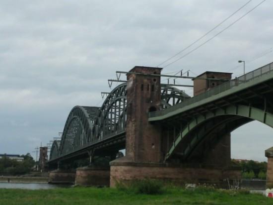 Eisenbahnbrücke über den Rhein südlich der Severinbrücke