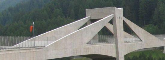 Ganterbrücke Pfeiler mit Beton verkleideten Schrägseilen