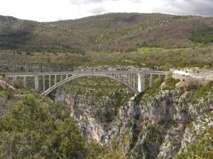 Pont Chauliere von weitem