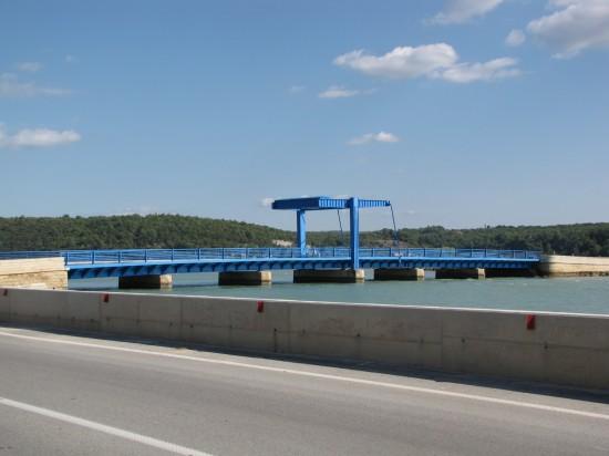 Stahlklappbrücke über den Mirna in Kroatien