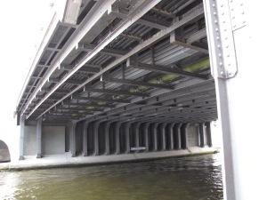 Liebknechtbrücke Untersicht der 17 Zweigelenkrahmen