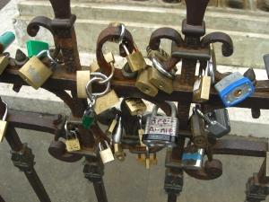 Liebesschlösser am Cellinibrunnen