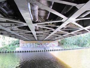 Eugen-Kleine-Brücke über den Teltowkanal Untersicht