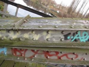 ponton-Bogenträger mit Aufschrift des Herstellers Königshütte
