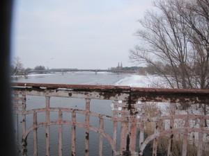 Blick von der alten Brücke Plaue zur B1-Brücke