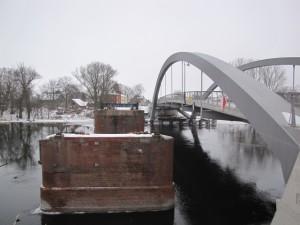 ponton-Alte Reste der Brücke