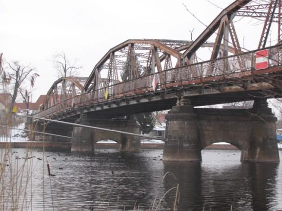 Plaue Blick auf die alte Fachwerkbrücke