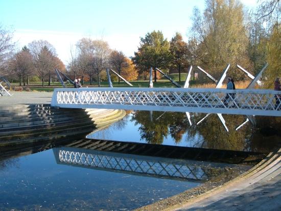 ponton-Brücke an der Sonnenuhr